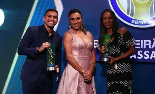 Piauiense é eleita melhor meio-campista e craque do Brasileirão