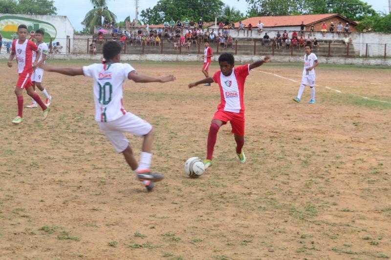Torneio de futebol base foi realizado em Francisco Ayres