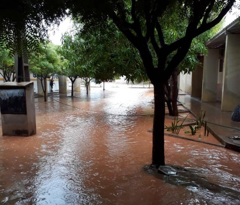 Forte chuva deixa cidade do Piauí alagada e famílias desabrigadas