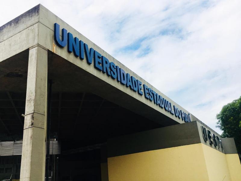 Uespi lança edital com vagas para Professor Formador