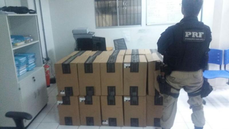 PRF apreende carga com 200 mil cigarros em caminhonete de luxo no Piauí