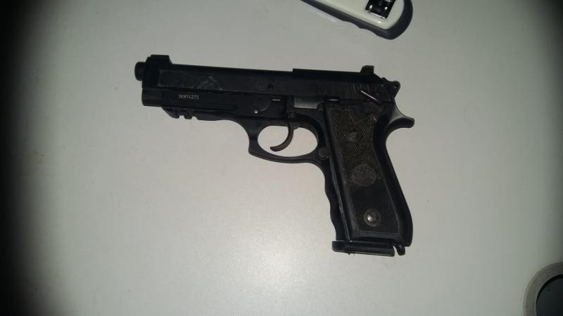 Policial civil é baleado e tem arma roubada em Barro Duro