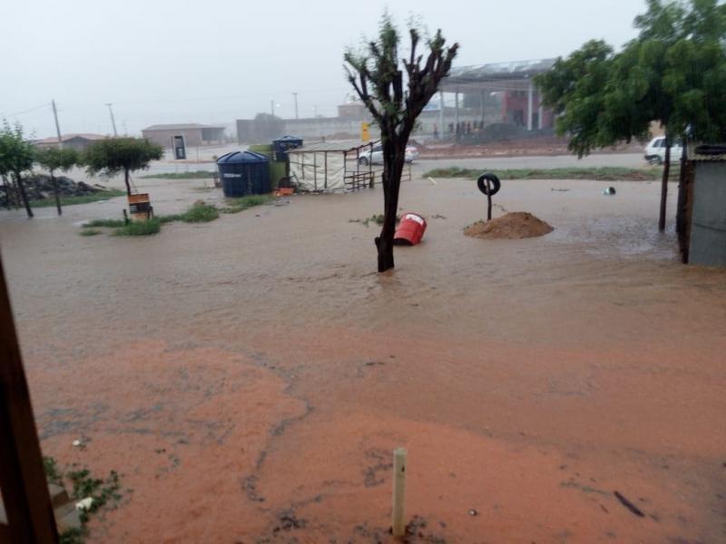Chuva causa transtornos e deixa ruas e casas alagadas em Paulistana