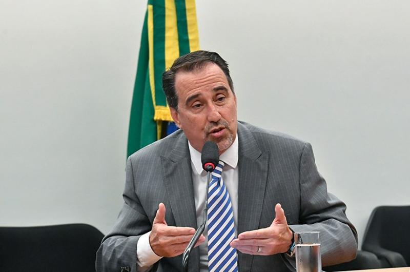 Ministro diz que há 'plano B' em caso de sobra de vaga no Mais Médicos