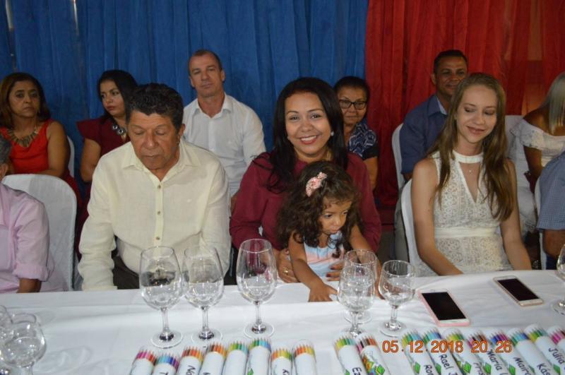 Prefeita Doquinha participa da formatura dos alunos da creche Zezé Soares