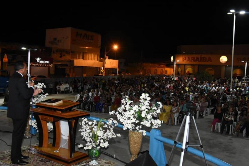 Prefeito Joel Rodrigues participa do Culto em comemoração ao dia da Bíblia