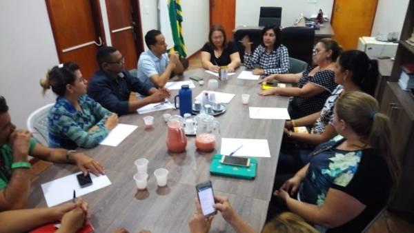 Prefeita Ceiça Dias se reúne com secretários municipais