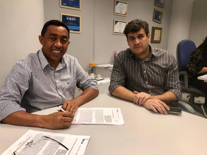 Joel assina contratos para as obras da Beira-Rio e mais calçamentos