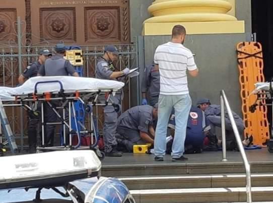 Atirador entra em igreja, mata 05 fiéis e comete suicídio