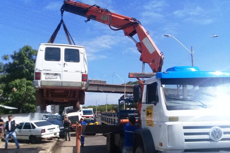 Veículos de sucatas são apreendidos em fiscalização em Teresina