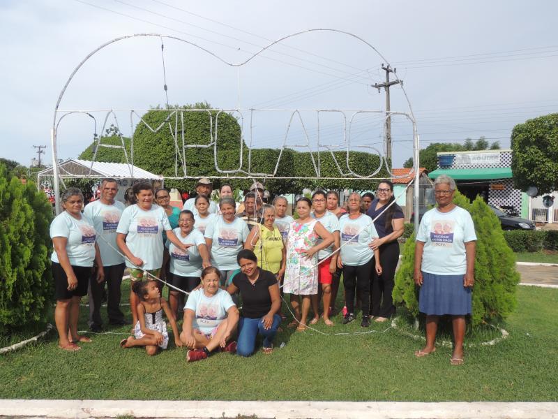 Ginástica elaboral com grupo de pessoas de idades variadas em Campo Largo-P