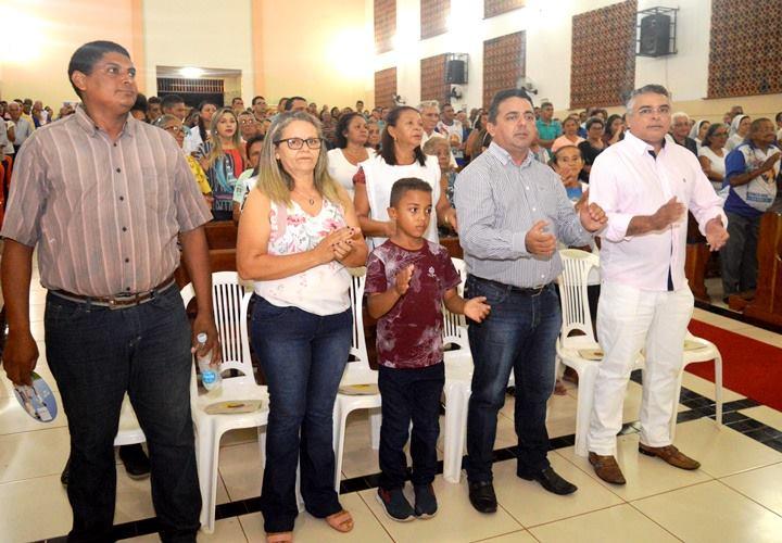 Prefeito Professor Ribinha prestigia novena de Santa Luzia em Campo Maior