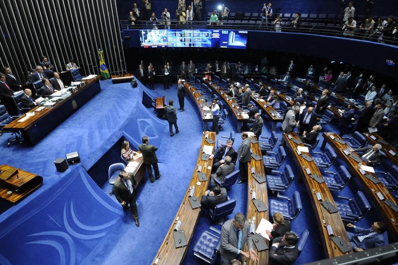 Senadores programam revéillon e formatura da filha com dinheiro público