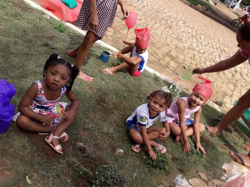 Creche Cibelle Pontes encerra atividades com plantio de mudas