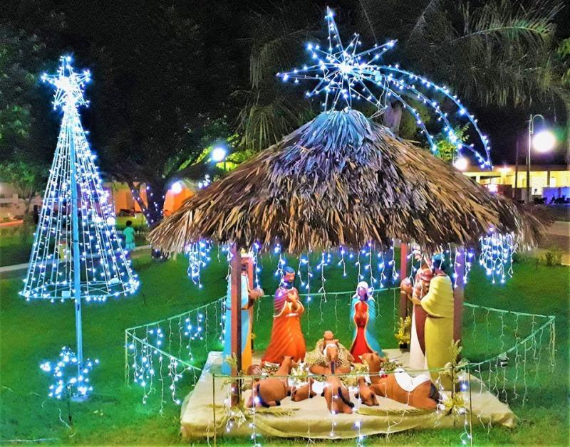 Confira a decoração de Natal da Praça 28 de Dezembro