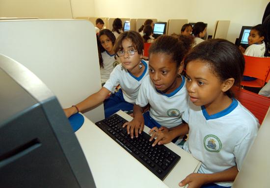 Câmara aprova política para universalizar internet nas escolas