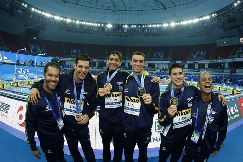 Brasil surpreende e conquista ouro em Mundial de natação