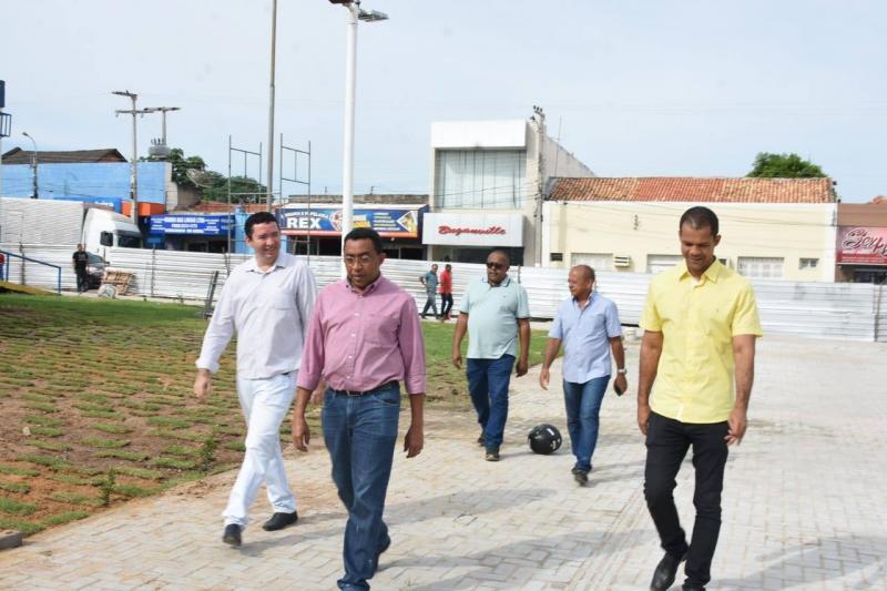 Prefeito Joel Rodrigues visita obras que serão entregues em Floriano