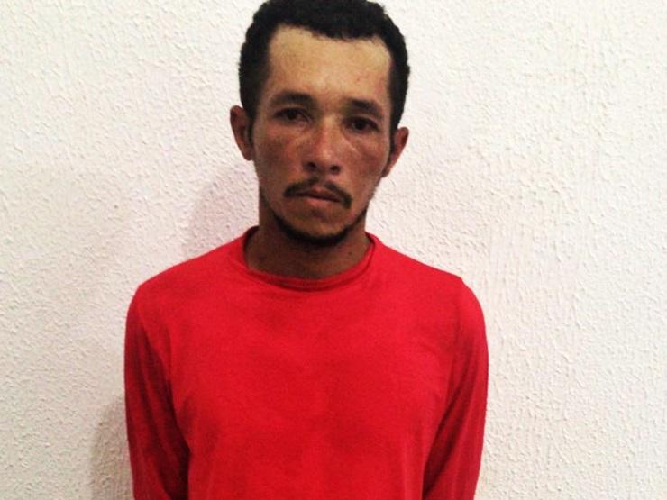 Homem é preso após agredir a mãe e incendiar a própria casa