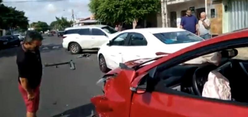 Acidente envolvendo cinco carros deixa uma pessoa ferida em Teresina