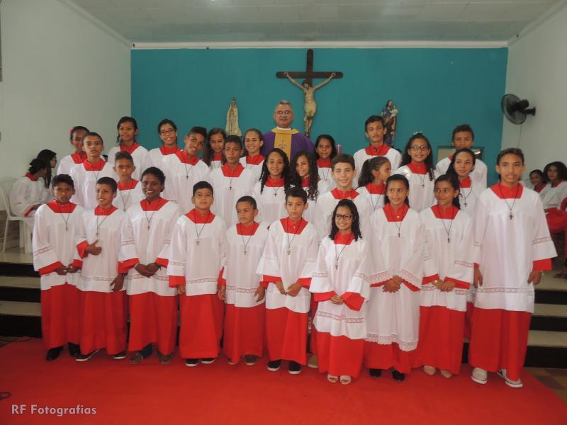 Entronização de novos coroinhas na paróquia de São José em Campo Largo-PI
