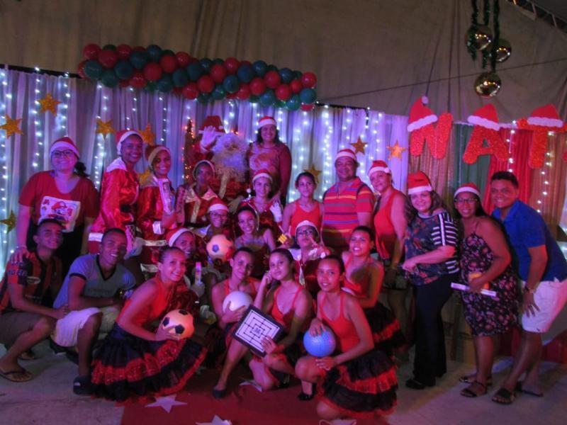 Papai Noel entrega presentes às crianças de Lagoinha do Piauí