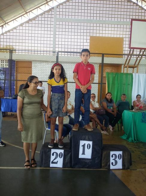 Escola Municipal Olho D'água entrega medalhas da OBMEP para alunos