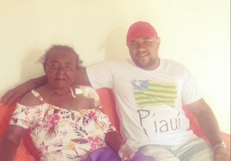 Vereador de Landri Sales, com colaboração de amigos, reforma casa de idosa