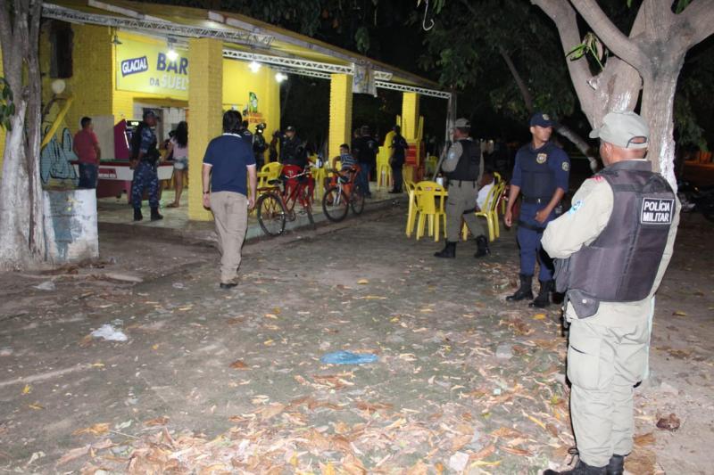 Polícia Militar realiza abordagens em blitz em Teresina