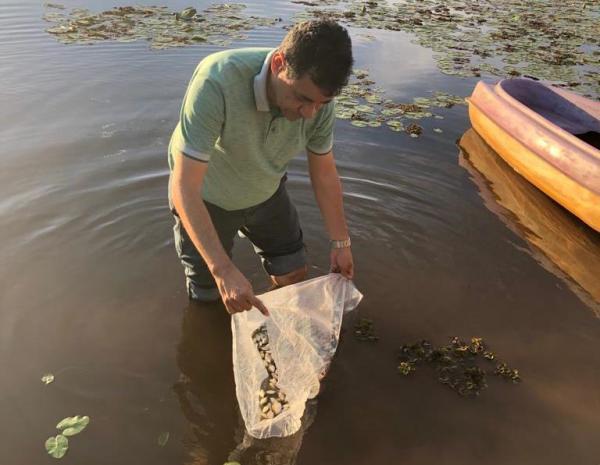 Prefeito Aurélio Sá distribui alevinos para o repovoamento de lagos e lagoa