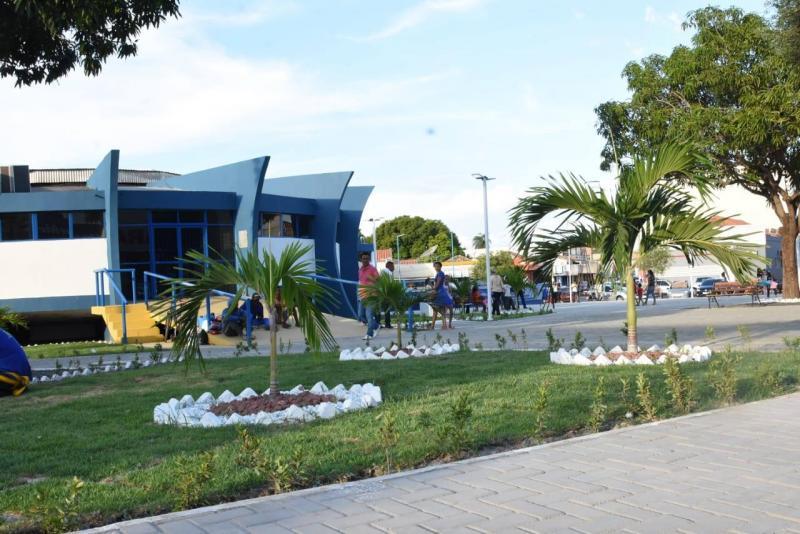 Reestruturação da Praça Coronel Borges é entregue à população