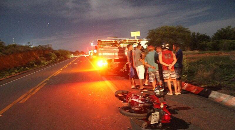 Homem morre após colisão entre caminhão e moto no Piauí