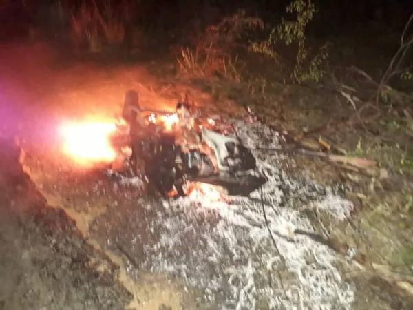 Moto parte ao meio e pega fogo em acidente na PI-236