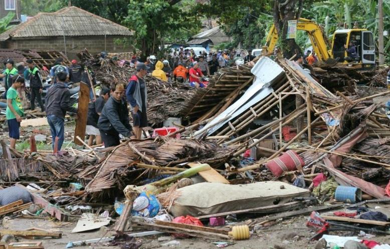 Tsunami deixa mais de 200 mortos na Indonésia