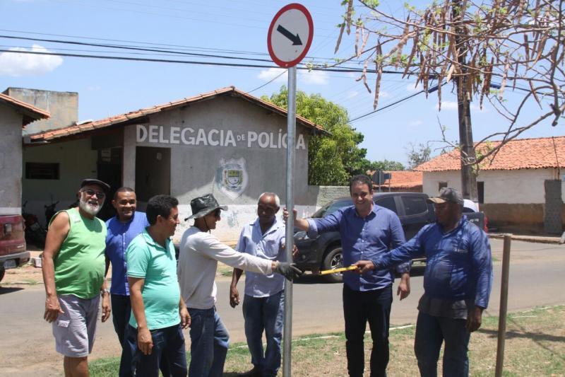Prefeitura de Amarante inicia sinalização vertical de ruas