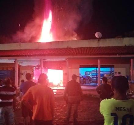 Incêndio destrói comércio na Rodoviária Rural de Piripiri