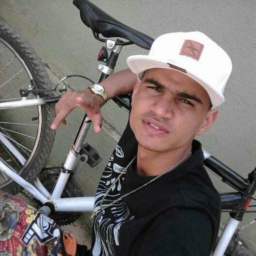 Jovem morre após cair de moto em trilha no sul do Piauí
