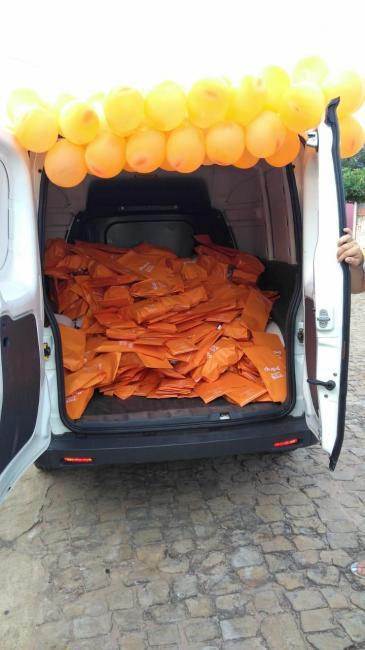 Caio Guthierry distribuí  presentes de natal á crianças São Gonçalenses.