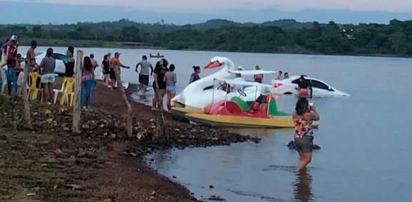 Motorista perde o controle e carro cai dentro de açude no Piauí