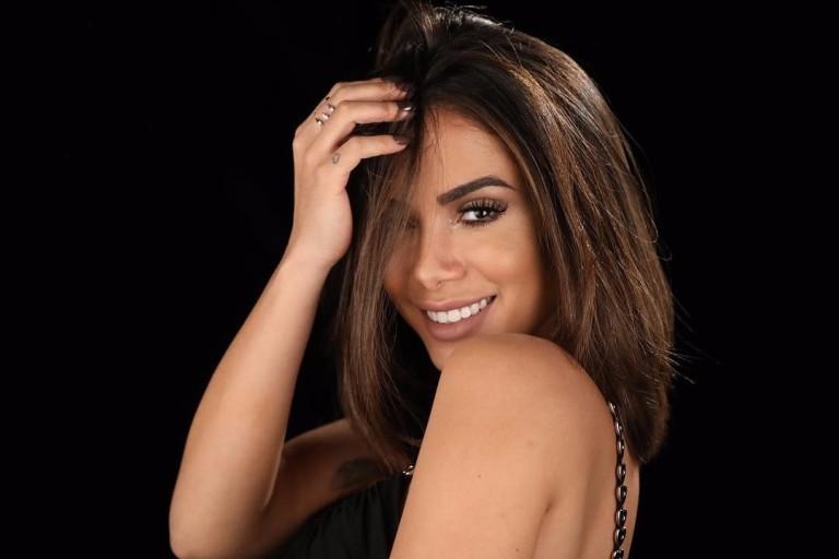 Novo affair de Anitta veste short com rosto da cantora