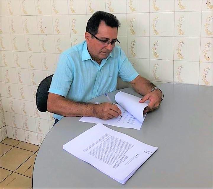 Prefeito Genival Bezerra assina convênio com a FUNASA