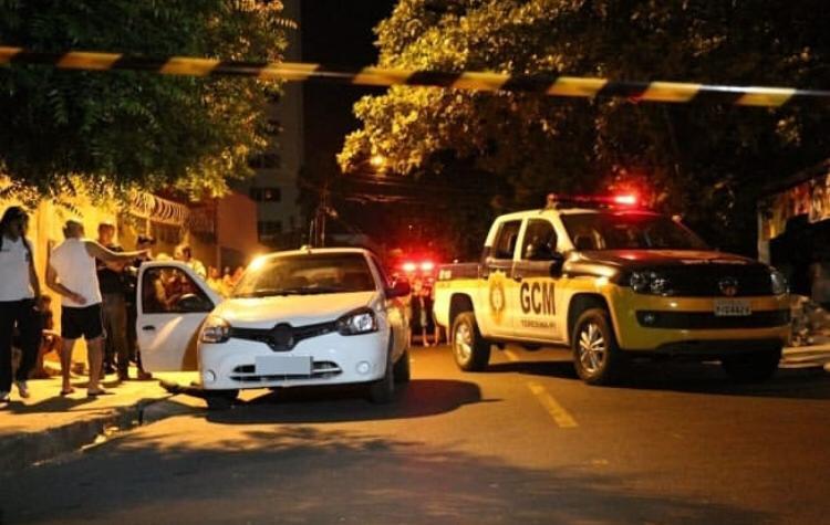 Homem é morto a tiros dentro do carro na zona sul de Teresina