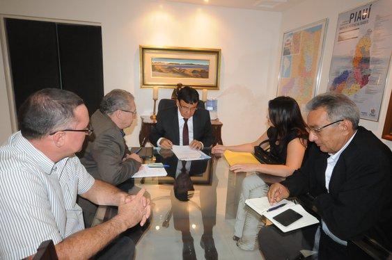 Governador Wellington Dias autoriza obras para municípios piauienses