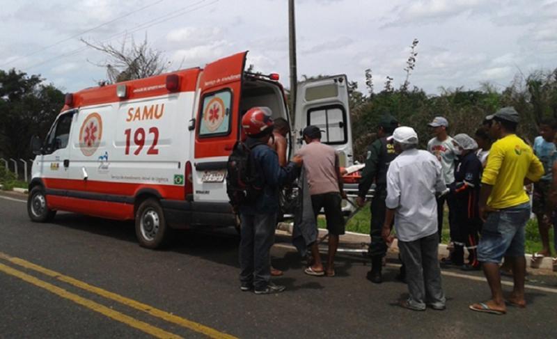 Homem fica gravemente ferido ao cair de moto em quebra-molas na PI-113