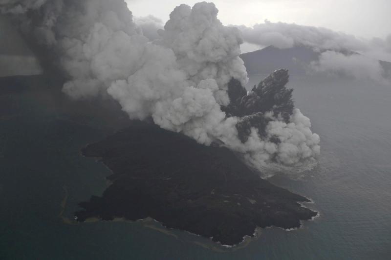 Indonésia eleva alerta no vulcão Anak Krakatau