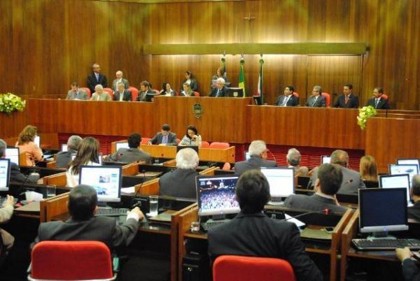 Deputados solicitam junto ao TCU providências sobre desvios no governo