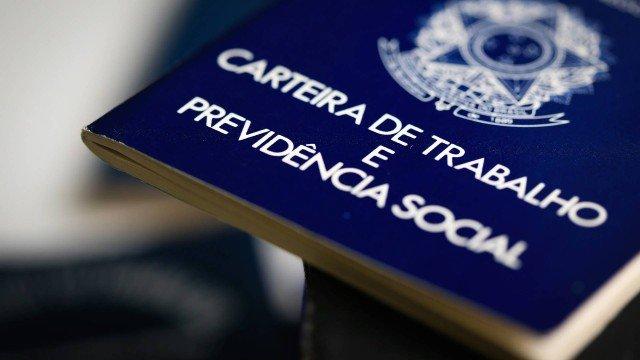 Desemprego cai, mas ainda atinge 12,2 milhões de brasileiros