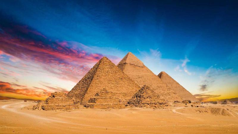 Bomba mata turistas em ônibus perto de pirâmides do Egito