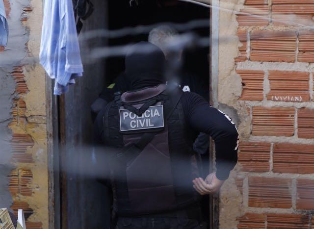 Polícia prende acusado de filmar sexo entre adolescentes e publicar na internet