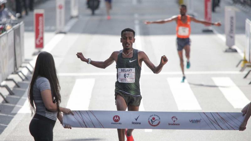 Etíope desbanca bicampeão na São Silvestre; jovem queniana também vence